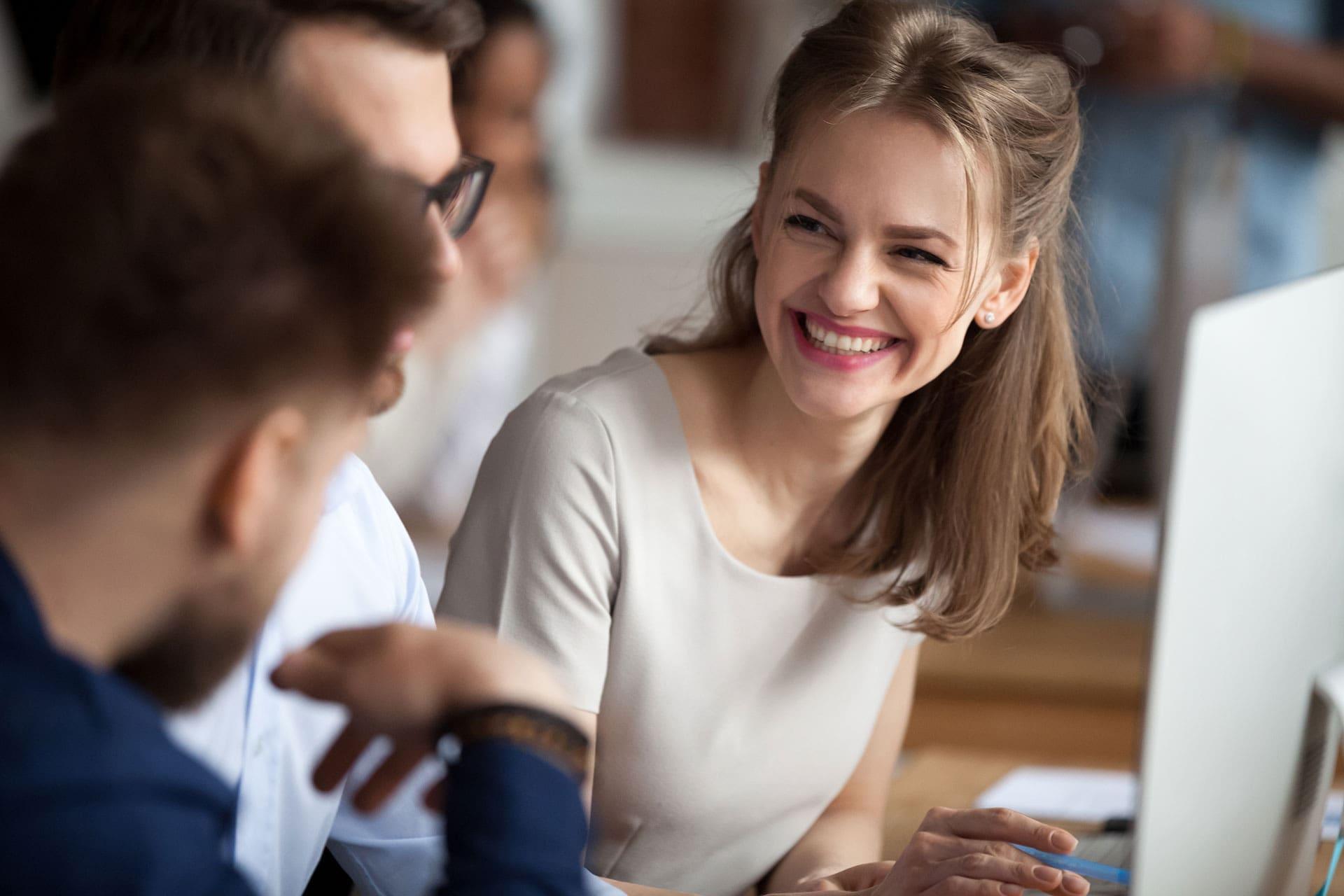 Młode pokolenie zmienia rynek pracy i komunikację firm